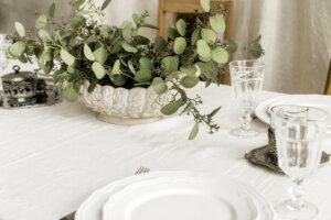 Im Landhausstil dekorierter Tisch